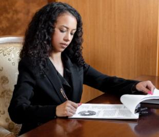 Wat doet een notaris bij het kopen van een woning?